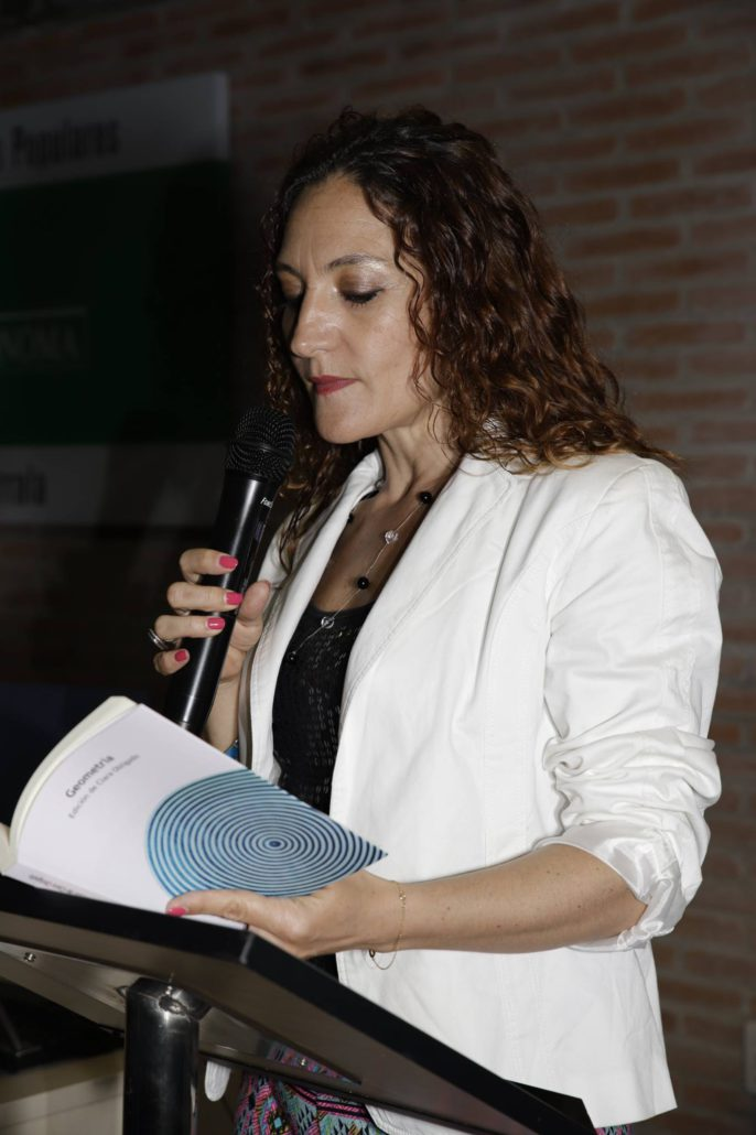 """Leyendo en la presentación de la antología """"Geometría"""""""